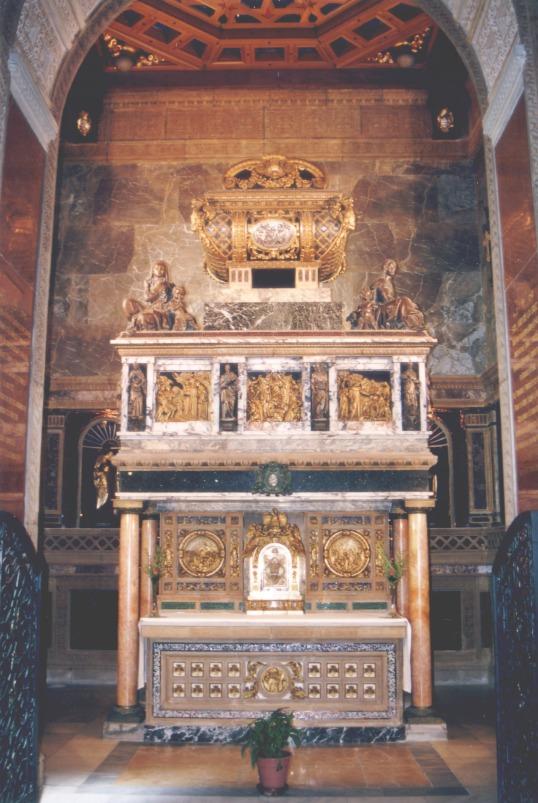Sepulcro de San Juan de la Cruz 02